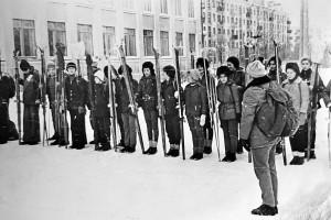 1972 Лыжный переход Северодвинск-Архангельск к Дню Советской Армии. Построение перед стартом.