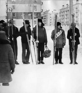 1972 Участники лыжного похода Северодвинск- Архангельск. Построение перед стартом