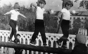 1989 Малыши на уроке физкультуры