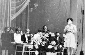 20 лет школе. 1985 г.Выступает выпускница школы 1968 года, серебряная медалистка Татьяна Гагут