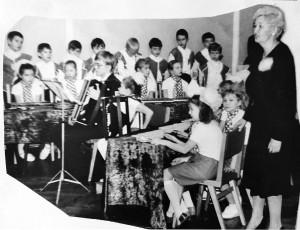 Единственный в городе музыкальный ансамбль народных инструментов школы.